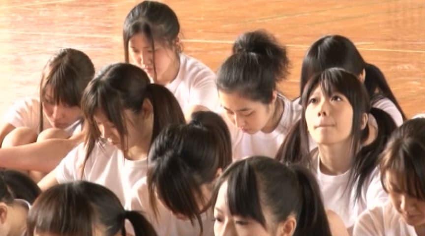 「女子校生 クラスに必ず1人はいる体操着の上からでも明らかな巨乳むすめはドM」