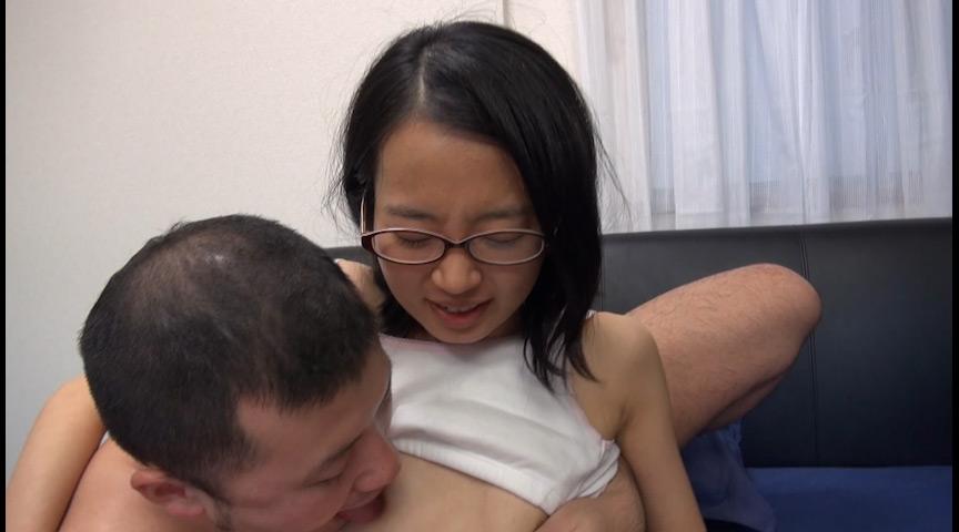 「関西素人初撮り!学費を稼ぐため、AV面接に来た関西弁の高校卒業したての超マジメっ娘を即SEX、そしてじゃまなマン毛を剃っちゃいました!! 鈴木そら(仮名)18歳」-004